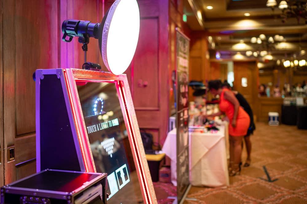 Фото будка за уникално събитие | Магическо огледало PhotoMirror 2