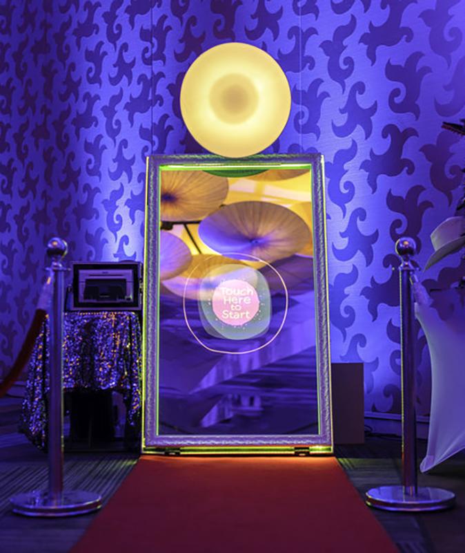 Фото будка за уникално събитие | Магическо огледало PhotoMirror 1